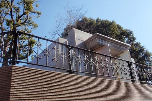 東京 青山霊園(フェンス)